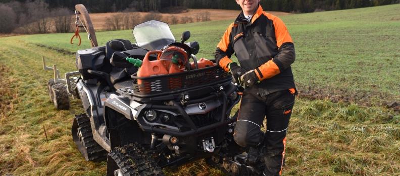Sparer tid, penger og miljø vedå bruke firehjuling i jordbruket